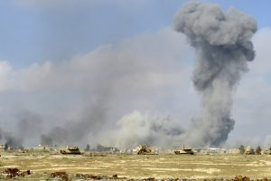 Los ataques aéreos fueron lanzados contra puestos del EI en Mosul, norte de Irak, y en Ramadi, centro del país. Foto: AP