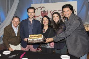 Pablo fue sorprendido con un pastel por su cumpleaños 28. Foto: Cortesía de Televisa