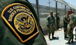 Pimentel fue acusado de posesión de un narcótico con intento de distribuirlo y sigue detenido en Arizona. Foto: AP Archivo