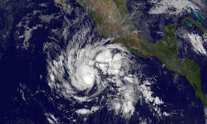 Hay una advertencia de tormenta tropical para las Islas Marías y desde Altata hasta San Blas. Foto: AP