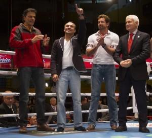 """El boxeador Juan Manuel Márquez, además de Humberto """"Chiquita"""" González, asistieron a la función de box """"Carnaval de Campeones"""", en la Arena Coliseo. Foto: Notimex"""