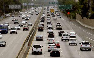 El mayor porcentaje de los estadunidense viajará por tierra en su propio automóvil, gracias al incentivo adicional de bajos precios en la gasolina a nivel nacional. Foto: AP