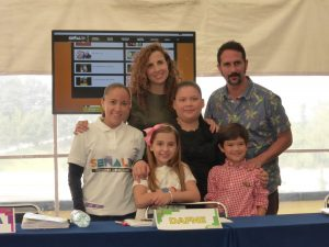 Ana Paula Martínez junto a Patricio de la Garza, Vanessa Díaz, Pablo Valentín y las creativas de la página. Foto: Cortesía de Televisa