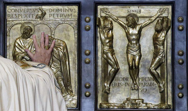 Papa Francisco abre la Puerta Santa