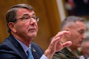 El secretario de Defensa de Estados Unidos, Ashton Carter, anunció el envío de una fuerza militar expedicionaria a Irak. Foto: AP
