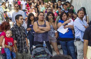 Si la corte falla a favor de los demandantes se podría afectar al 55 por ciento de los hispanos, al 45 por ciento de los asiáticos, al 33 por ciento de los indios americanos y el 30 por ciento de los afroamericanos. Foto: AP
