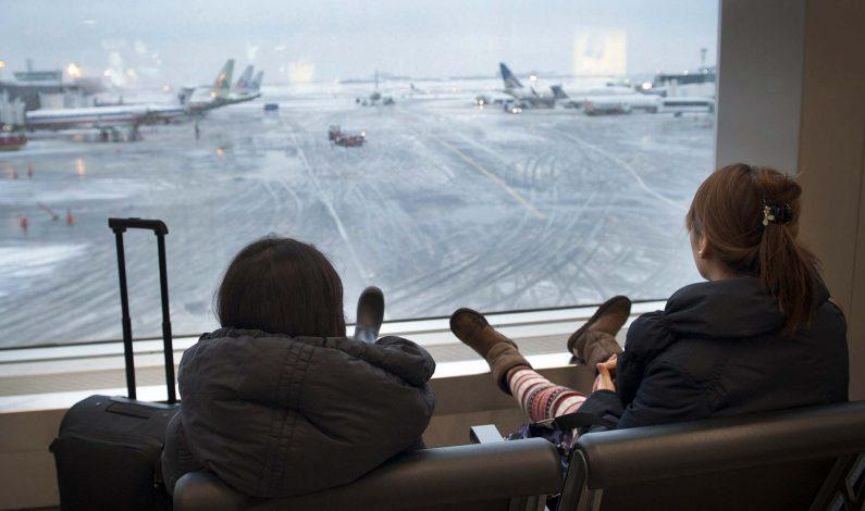 Tormentas invernales provocan cancelaciones de miles de vuelos