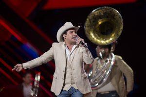 Definitivamente, Julión Álvarez cierra el año triunfando. Foto: Cortesía de Televisa