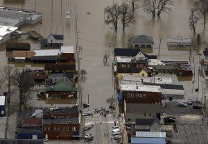 Fotografía aérea de calles inundadas en Eureka, Missouri. Foto: AP