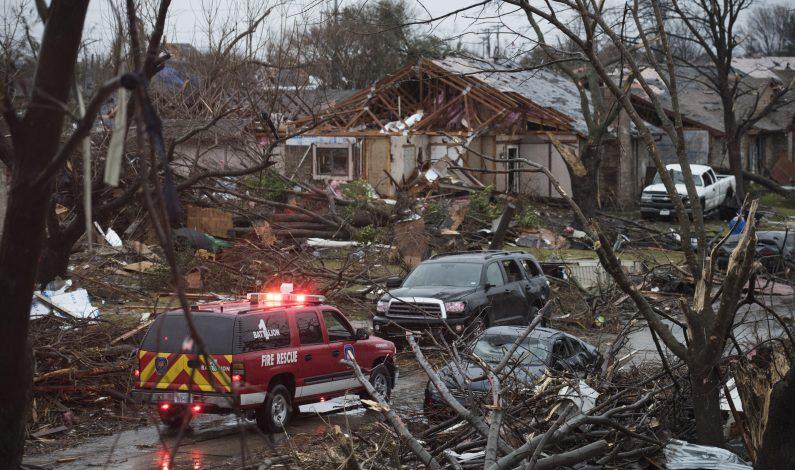 Tormenta sigue activa tras tornados e inundaciones en EU