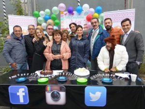Elenco y producción de Simplemente María, acompañaron en su cumpleaños a Arleth Terán, quien interpreta a Vanessa en esta historia. Foto: Cortesía de Televisa