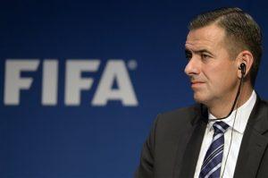 Markus Kattner, secretario general en funciones de la FIFA, participa en una conferencia de prensa en la sede de la FIFA en Zúrich, Suiza, el jueves 3 de diciembre de 2015. Foto: AP