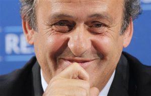 Durante una vista el martes, Platini pidió a un comité del CAS que se le permita trabajar. Foto: AP