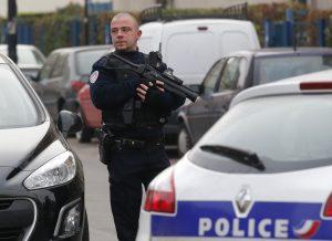 La policía sospecha que el atentado, del que no se dieron detalles, habría sido encargado por un yihadista francés desde Siria. Foto: AP