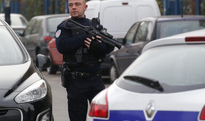 Policía impide atentado contra militares en Francia