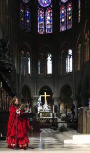 Guadalupe Pineda en la Catedral de Notre-Dame. Foto: Cortesía