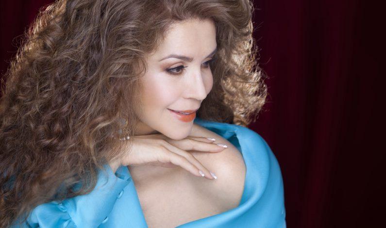 Guadalupe Pineda llevó su canto a París