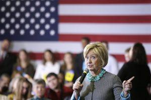 La aspirante a la candidatura presidencial demócrata Hillary Clinton durante un acto proselitista el 9 de diciembre del 2015 en Waterloo, Iowa. Foto: AP