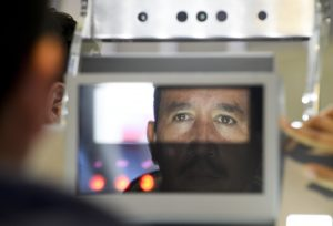 El objetivo de este nuevo sistema biométrico es mejorar la identificación de extranjeros en sus procesos de entrada y salida de Estados Unidos. Foto: AP