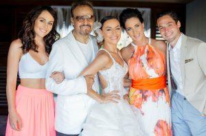 La novia al lado de sus padres y sus hermanos. Foto: Cortesía