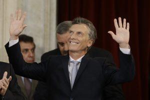 En su discurso de toma de posesión Macri se comprometió a combatir la pobreza, el narcotráfico y corrupción, así como a eliminar las políticas de confrontación. Foto: AP