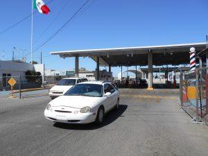 La franquicia aumentó de 300 a 500 dólares para los pasajeros que arriben a México por vía terrestre, y de esta manera, se iguala el derecho a los que arriban por vía marítima o aérea. Foto: Notimex