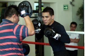 El exolímpico mexicano Óscar Valdez llegará al ring con marca de 17-0, 15 KO's. Cuenta con un 88 por ciento de efectividad por nocaut. Foto: Agencia Reforma