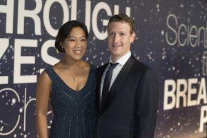 Zuckerberg, de 31 años, y Priscilla Chan, de 30, se conocieron en una fiesta cuando ambos estudiaban en la Universidad de Harvard, y se casaron nueve años después, en 2012. Foto: AP