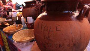 El atole es otra de las bebidas más solicitadas en la época navideña. Foto: Notimex