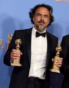 """""""No puedo expresar lo sorprendido que estoy"""", dijo González Iñárritu al aceptar el segundo premio a la mejor película. Foto: AP"""