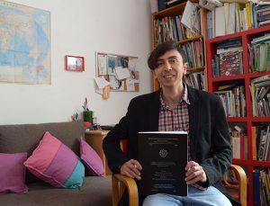Axel Solórzano, Premio Gastón García Cantú por su estudio de los yaquis. Foto: Héctor Montaño INAH