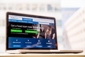 En el cibersitio de HealthCare.gov la gente puede adquirir un seguro de gastos médicos. Foto: AP