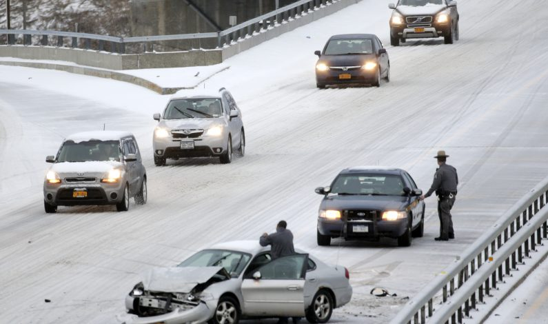 Leve nevada causa caos en noreste de EU; aún falta lo peor
