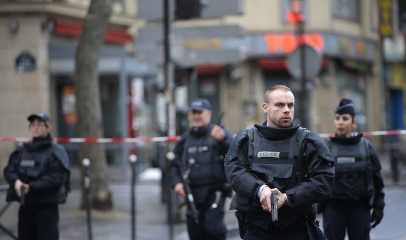 Francia: Matan a hombre que llegó con cuchillo a comisaría