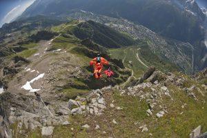 Kenney era parte de un grupo de experimentados saltadores, y no este a claro cómo fue a impactarse con una ladera. Foto: AP