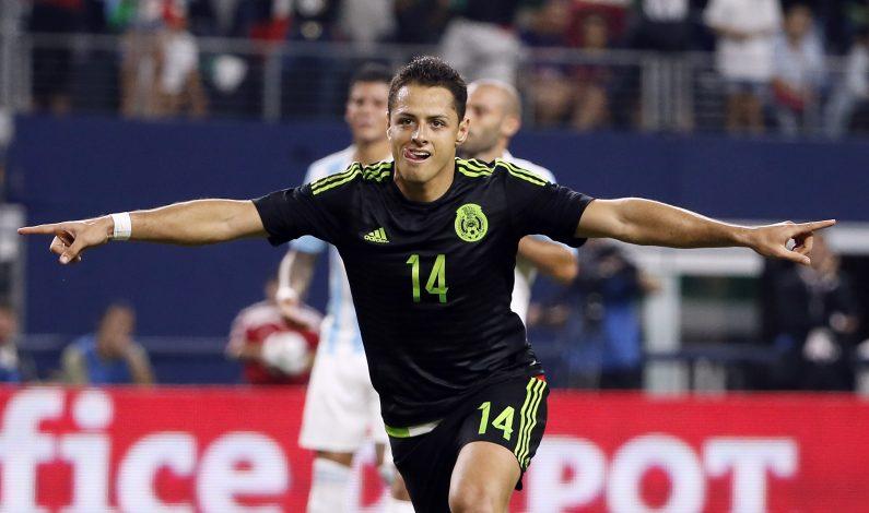 Chicharito elegido futbolista del año de la CONCACAF