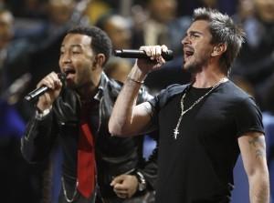 John Legend y Juanes se solidarizaron con los inmigrantes afectados por las redadas y deportaciones. Foto: AP