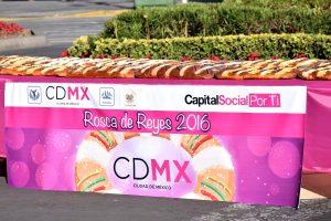 La Rosca Monumental en el Zócalo de la ciudad de Mexico, ya es una tradición. Foto: Mixed Voces