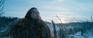 """En esta imagen cortesía de Twentieth Century Fox, Leonardo DiCaprio como Hugh Glass en una escena de """"The Revenant"""". DiCaprio fue nominado al Oscar al mejor actor por su trabajo en esta película. Foto: AP"""