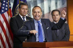 El congresista por Illinois Luis Gutiérrez dijo que recogerá firmas en la cámara baja para pedir el TPS antes de que Obama acuda al Congreso el martes 12 para el último discurso sobre el Estado de la Unión. Foto: AP