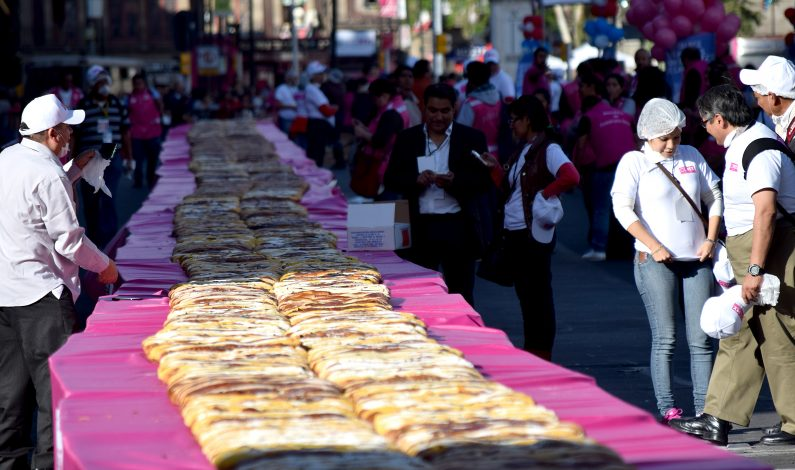 Rosca de Reyes para 200 mil personas en el Zócalo de la Ciudad de México