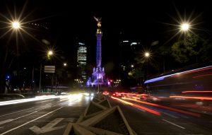 El presidente Enrique Peña Nieto promulgó el viernes una reforma política por la cual la capital cambia de nombre -de Distrito Federal a Ciudad de México. Foto: AP
