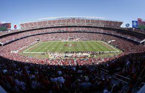 El Levi's Stadium fue inaugurado en el verano de 2014 y tuvo un costo de mil 300 millones de dólares, en el verano de 2014. Foto: AP