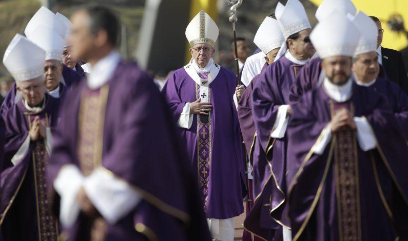 Francisco pide a curas no resignarse ante la violencia