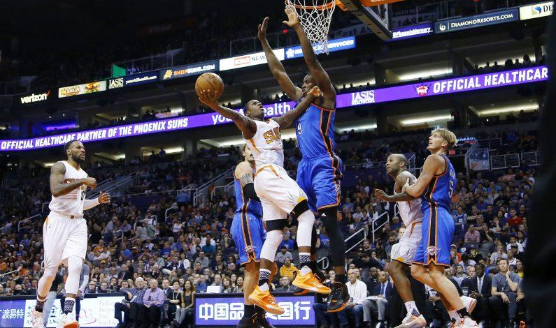 Durant suma 32 puntos; Thunder doblega a Suns