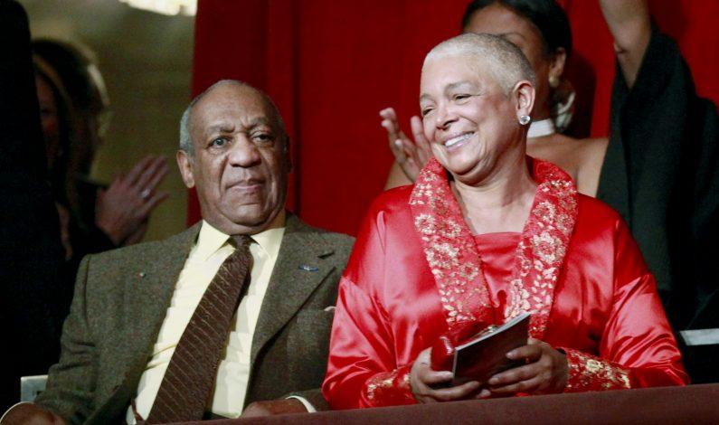 Juez rechaza aplazar declaración de la esposa de Cosby