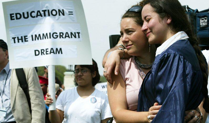 Consulado invita a Dreamers a solicitar becas