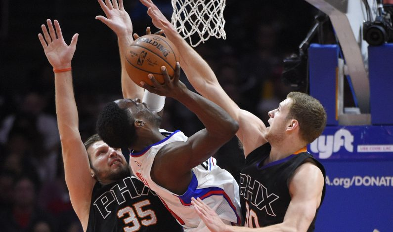 Clippers asestan a Suns su peor derrota en mala temporada