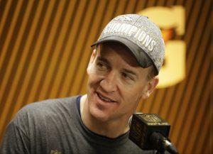 Peyton Manning tiene ahora dos títulos de campeón y es uno de apenas 12 mariscales que han ganado más de un Super Bowl. Foto: AP