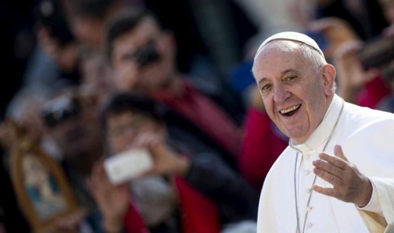 Dinero, poder y trepadores ensucian la Iglesia, advierte el Papa